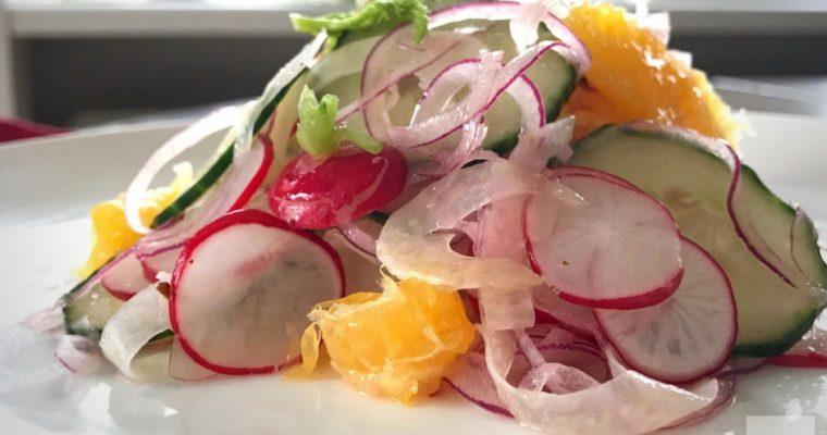 Komkommersalade met venkel, rode ui en radijsjes