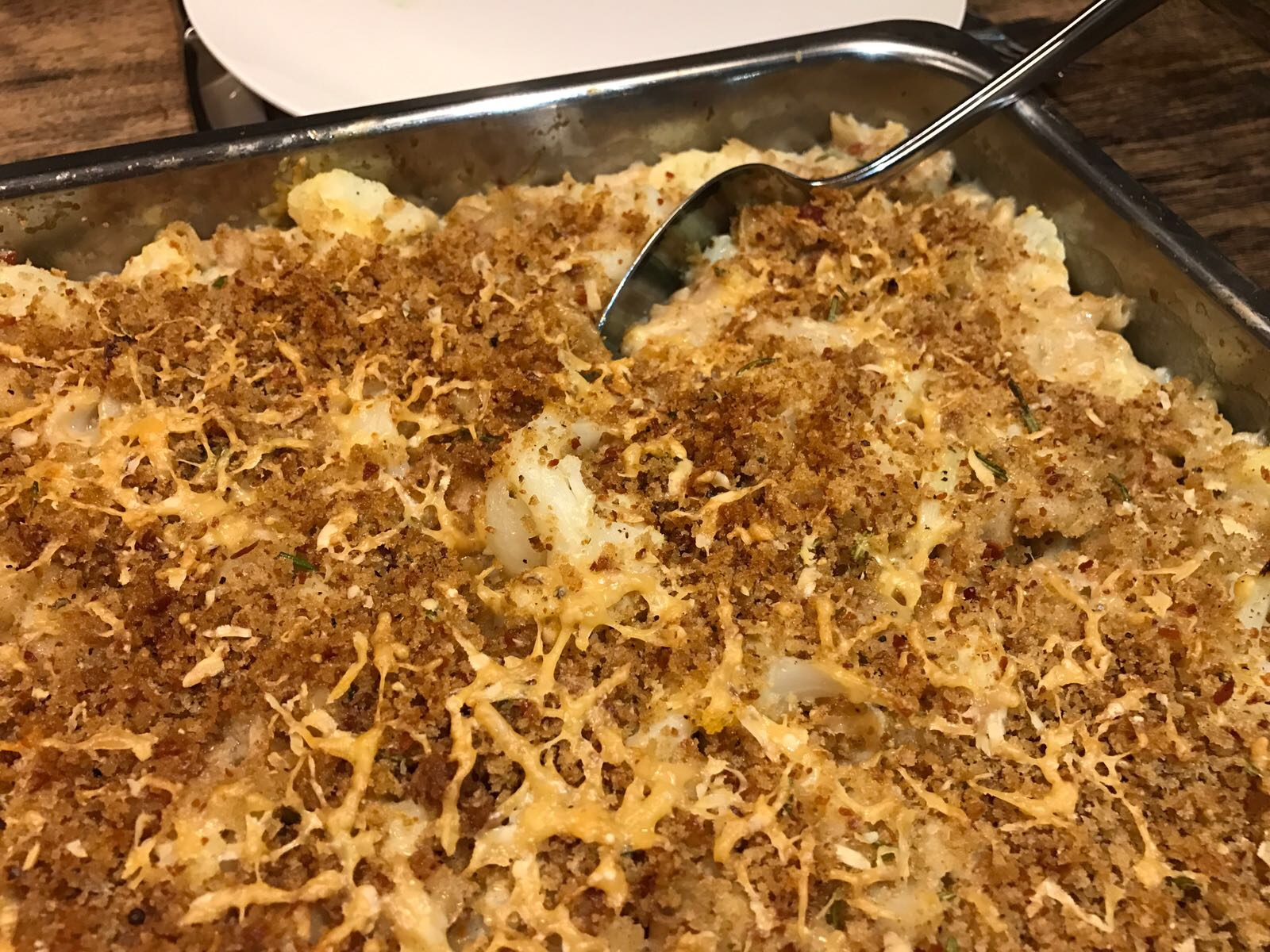 Ovenschotel met bloemkool en macaroni, pancetta en kaas