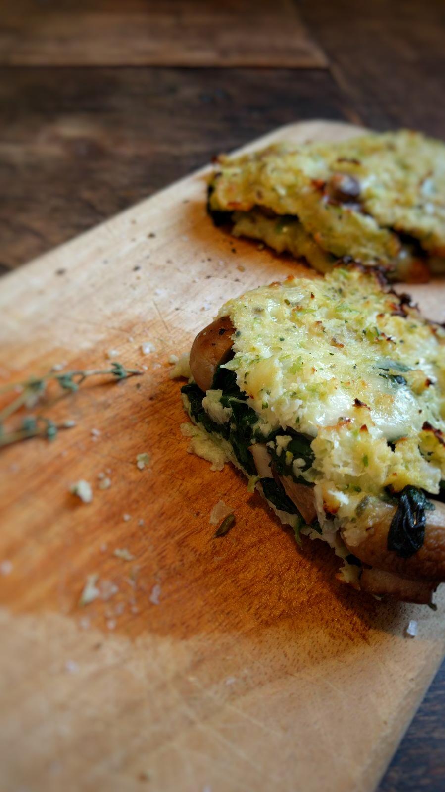 Bloemkoolrijst pizza met verse spinazie