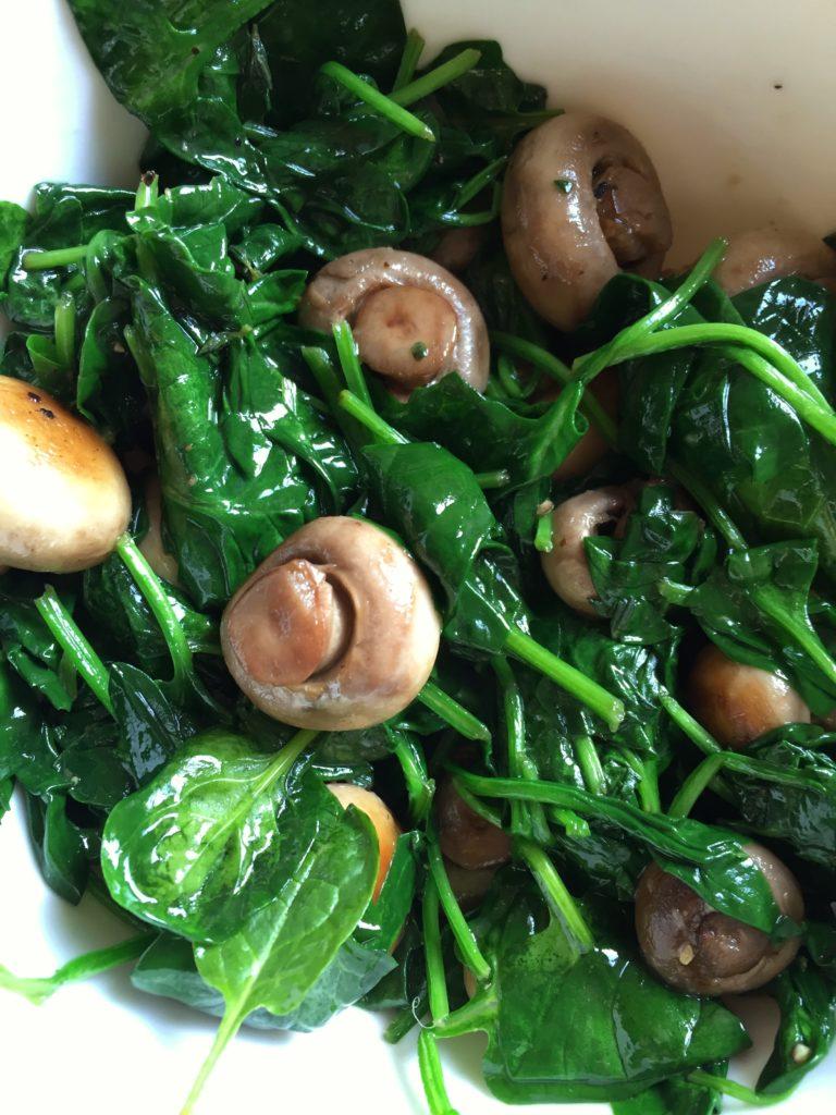 champignons en spinazie gewokt